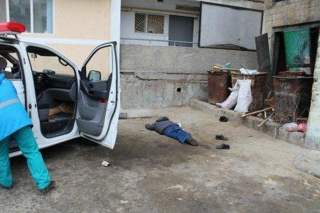 В Актау во дворе высотного дома обнаружено тело пожилого мужчины