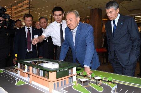 Назарбаев посетил первый казахстанский McDonald's