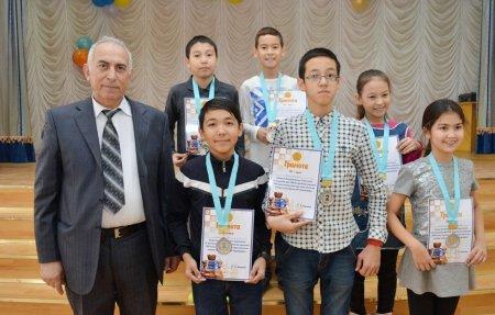 В Актау в городских соревнованиях по шахматам первое общекомандное место заняли учащиеся школы-гимназии №4