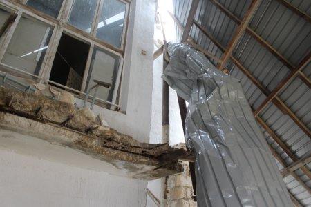 Кыдырберди Беков: Квартиры в результате срыва ветром крыши дома в поселке Курык не пострадали