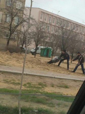Сотрудник ГУВД Актау спас тонувшего в грязи школьника ВИДЕО