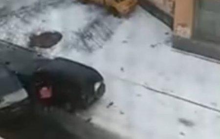 Битву на машинах устроили две автоледи, не поделив дорогу