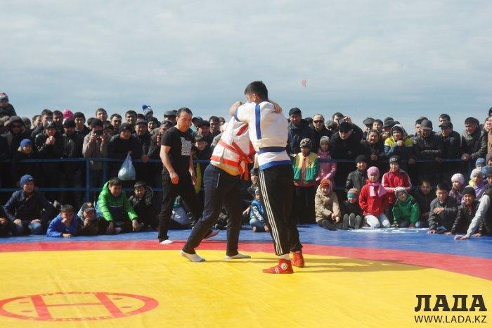 В Актау и Умирзаке прошли соревнования по казакша курес