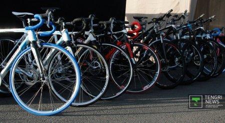 Сотрудники акимата Алматы пересаживаются на велосипеды