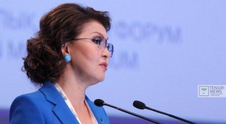Назарбаева прокомментировала запрет на смартфоны для госслужащих