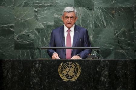 Армения пригрозила признать независимость Карабаха, оказать военную помощь