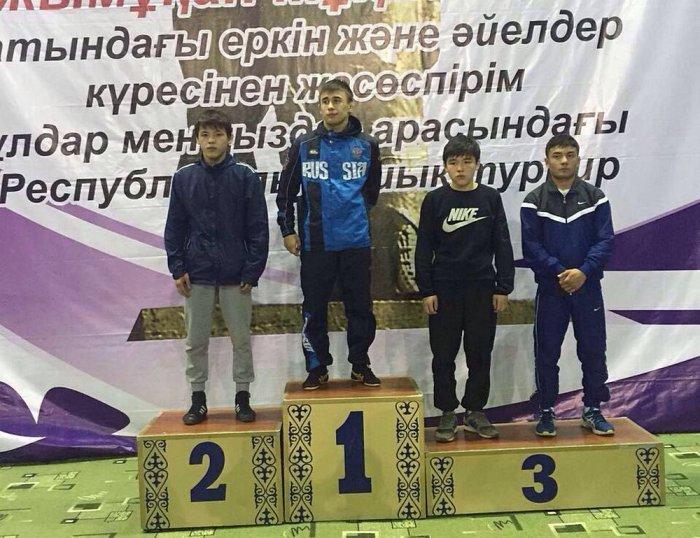 Борцы из Мангистау завоевали две серебряные медали на республиканском турнире в Шымкенте