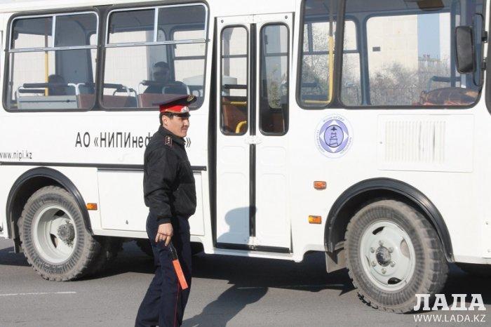 Полиция Актау: Водители автобусов ездят без страховки и незаконно переоборудывают пассажирский транспорт