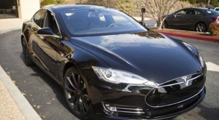 Электрокаром Tesla можно будет управлять силой мысли