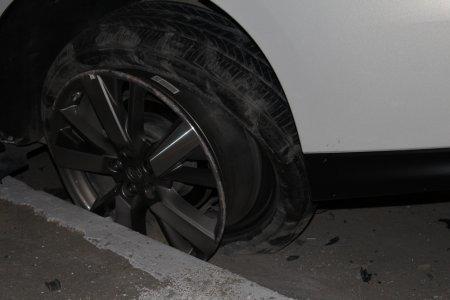 Двое жителей Актау попали в больницу в результате ночного столкновения внедорожника и легкового авто