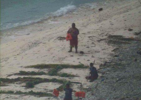 Моряков спасли с необитаемого острова благодаря надписи из листьев