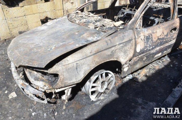 В автомастерской в Мангистау сгорели два автомобиля