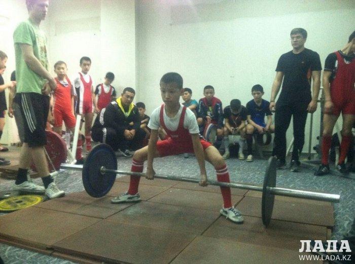 Спортсмены из Мунайлы и Жанаозена завоевали 11 медалей на чемпионате Казахстана по пауэрлифтингу