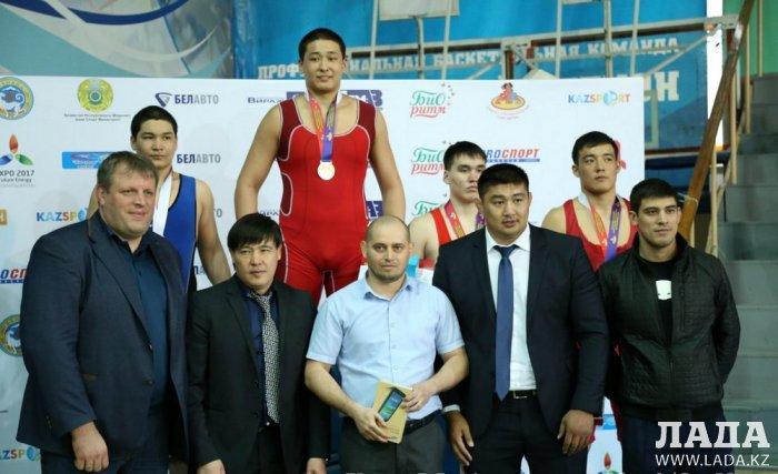 Спортсмен из Актау Алибек Сарсенгалиев завоевал золотую медаль на республиканском турнире по греко-римской борьбе