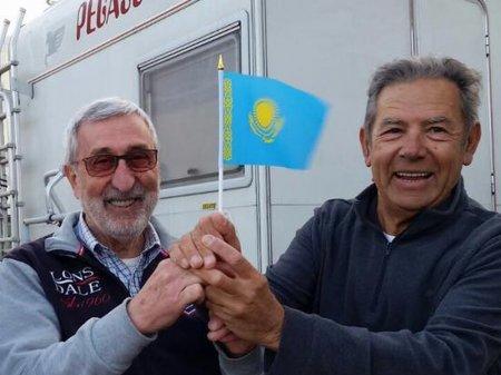 Итальянцев в Казахстане шокировали дешевизна топлива и поведение полицейских