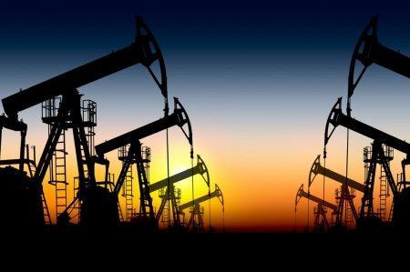 Нефтедобывающие страны обсудят в Дохе снижение добычи