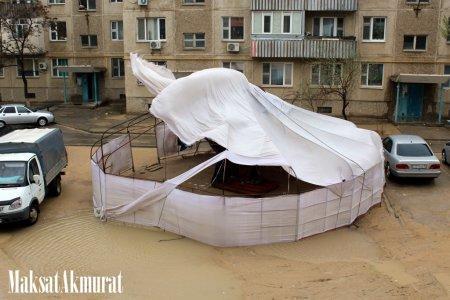 Шквалистый ветер в Ақтау