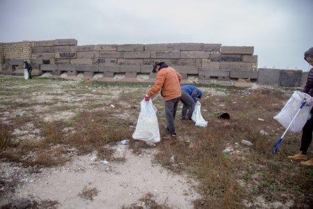 Жители Актау вместе с Экспедицией +362 вновь отправились убирать побережье