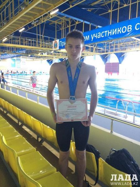 Пловец из Актау Захар Шелковников стал серебряным призером чемпионата Казахстана