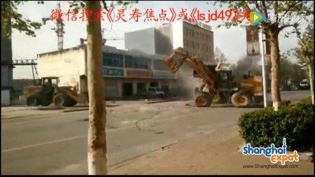 Почти трансформеры: В Китае строители устроили битву на бульдозерах