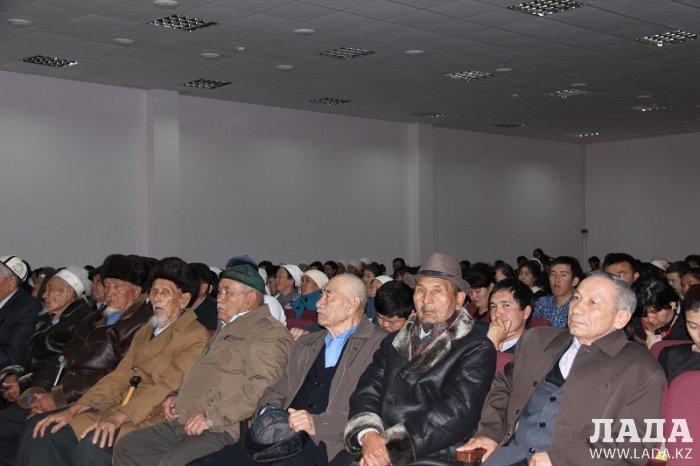 Сотрудники местной полиции Мунайлы обсудили проблемы района на собрании жителей
