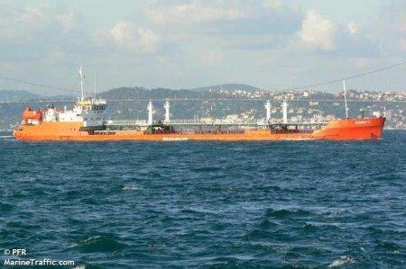 Один из членов экипажа горящего в Каспийском море российского танкера погиб