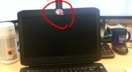 Вот почему нужно заклеивать веб-камеры ноутбуков