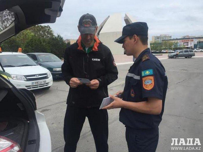 В Актау пожарные и сотрудники полиции проверили наличие у автовладельцев огнетушителей