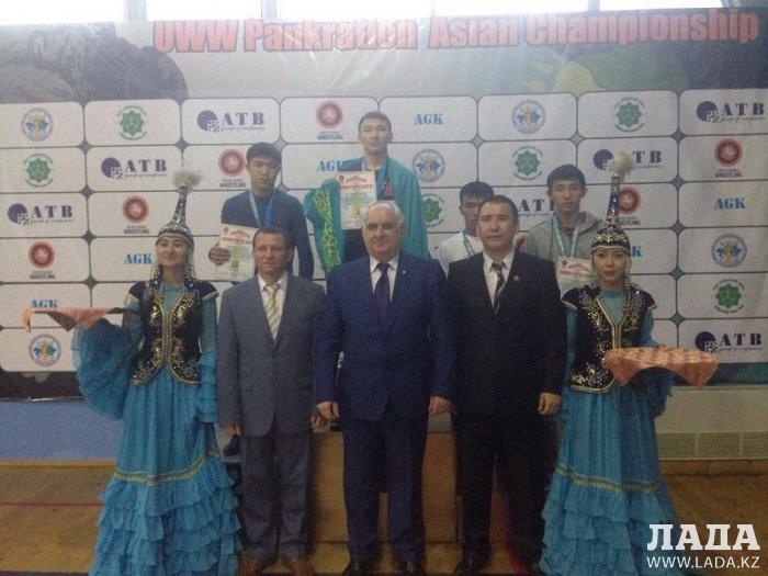 Спортсмены из Мангистау завоевали первые медали на стартовавшем в Алматы чемпионате Азии по панкратиону