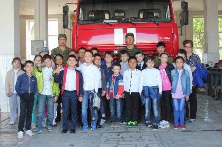 О последствиях игр с огнем рассказали школьникам в службе пожаротушения Актау