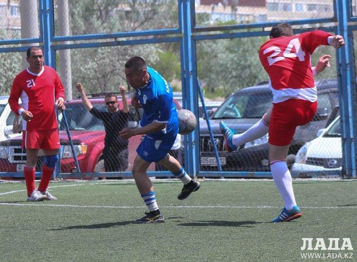 Команда «Спартак» из Актау впервые стала чемпионом областного турнира по мини-футболу среди ветеранов