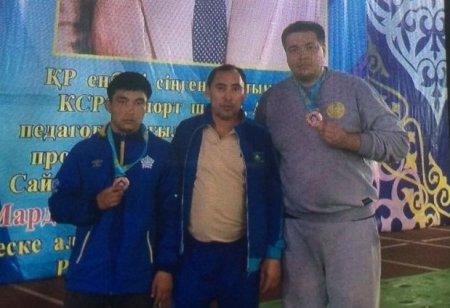 Спортсмены из Актау завоевали четыре медали  на соревнованиях по греко-римской борьбе