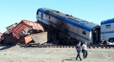 Локомотив загорелся после столкновения поездов вблизи казахстанско-китайской границы
