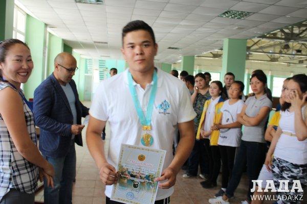 В Актау прошли городские соревнования по армрестлингу и гиревому спорту