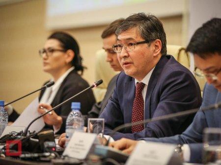Внедрение трехъязычия в школах РК побудило сенаторов обратиться к Масимову