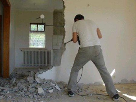 Сносить без согласований вспомогательные стены в квартирах разрешили в РК
