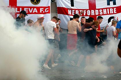 Английские футбольные фанаты подрались с российскими в Марселе