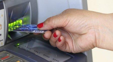"Мажилисмен главе Нацбанка: Постойте у банкомата за пенсией и много ""лестного"" услышите"