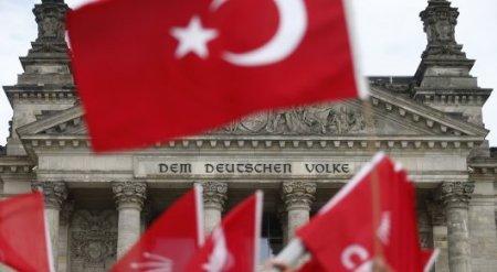 После Холокоста Германия не вправе признавать геноцид армян - Турция
