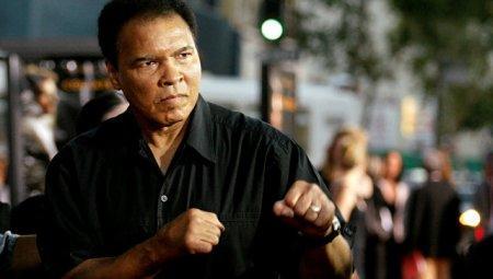 Легендарный боксер Мохаммед Али скончался в США в возрасте 74 лет