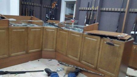 Стрельба в Актобе: Фото оружейных магазинов после нападения появилось в Сети