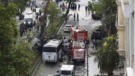 В Стамбуле у автобусной остановки прогремел взрыв, есть погибшие