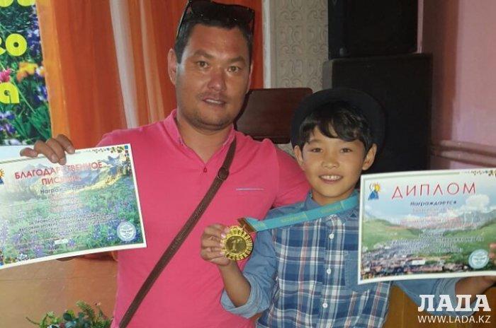 Биржан Алхам из Мангистау занял первое место на фестивале-конкурсе «Тау күні» в Алматы