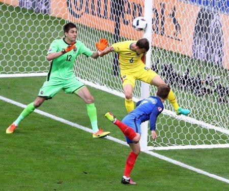 Франция на последних минутах вырвала победу в матче с Румынией на старте Евро-2016
