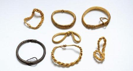 Крупнейший в истории золотой клад викингов нашли в Дании