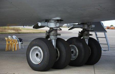 У самолёта Минобороны РК разорвало колёса шасси при посадке в аэропорту Астаны
