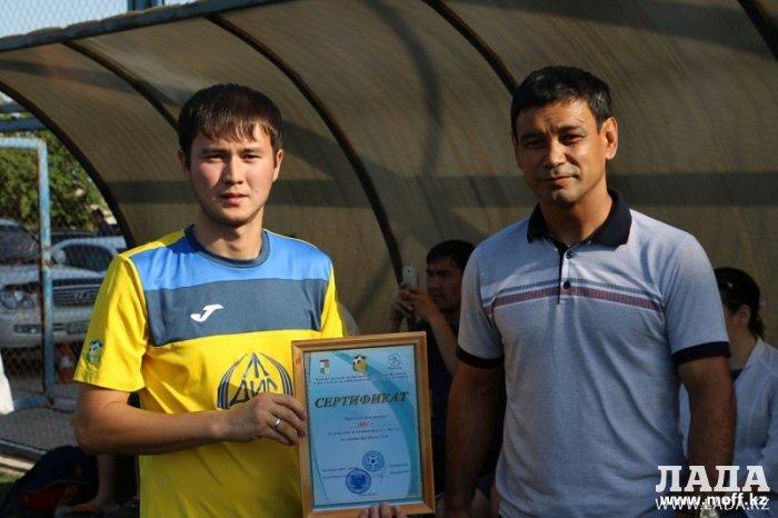 Десять команд участвуют в чемпионате Актау по мини-футболу