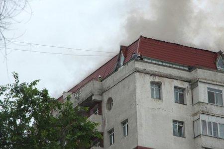 В Алматы горит многоэтажный дом