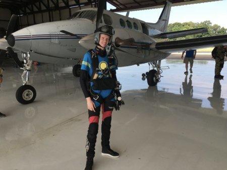 Модель из Казахстана Алена Субботина установила рекорд по высоте прыжка с парашютом