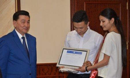 Молодожены из Актау пригласили на свадьбу Нурсултана Назарбаева
